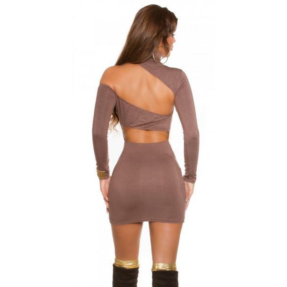 Barna női testhezálló garbó nyakú ruha
