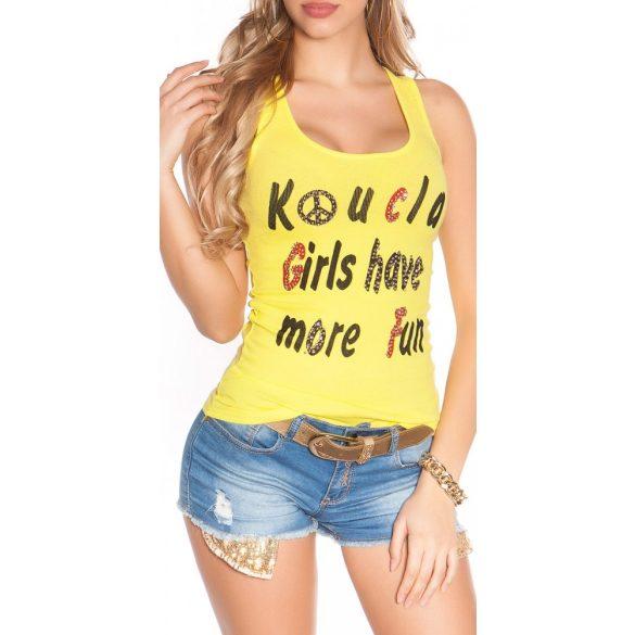 Sárga női felső felirattal