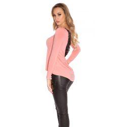 Rózsaszín női felső hátán csipke berakással