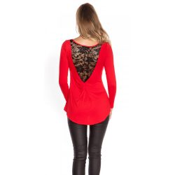 Piros női felső hátán csipke berakással